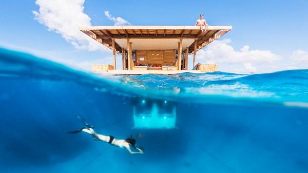 โรงแรมใต้น้ำกลางทะเลสาบ